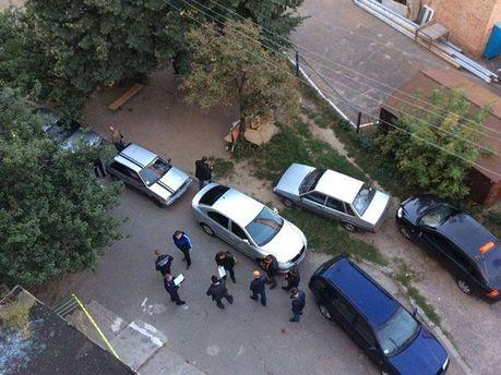 Милиция возле подъезда Мосийчука