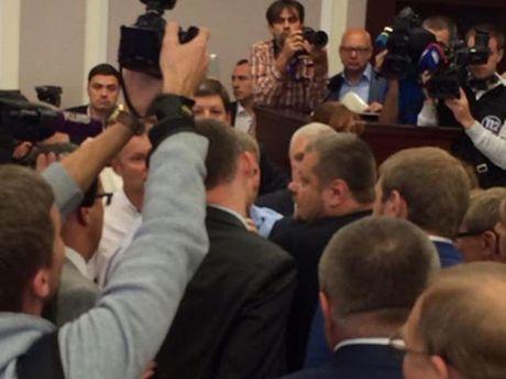 Депутаты фракции Радикальной партии Ляшко штурмуют президиум