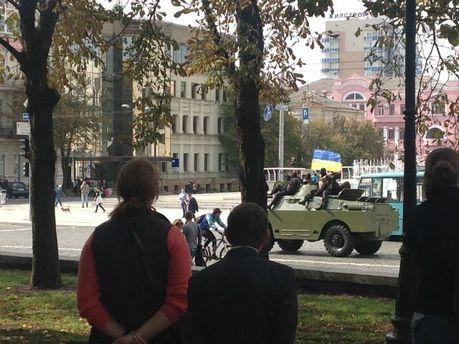 ФОТО ДНЯ: по улицам Харькова ездит бронетехника