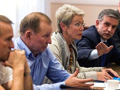 Участники трехсторонней встречи
