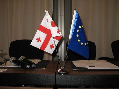 Прапори ЄС та Грузії