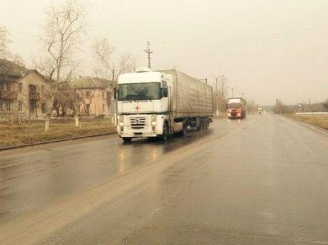 Гуманитарная колонна под эгидой Красного Креста едет в Луганск (Фото)