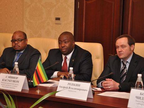 Представители Зимбабве и нелегитимной власти Крыма