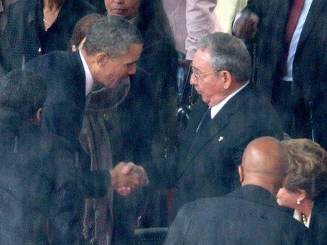 Барак Обама та Рауль Кастро