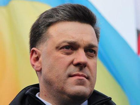 Тягнибок призвал вернуть звание Героя Украины Бандере