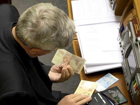 Депутат с деньгами