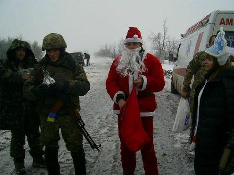 Українські артилеристи привітали своїх бойових товаришів з новорічними святами (Фото)
