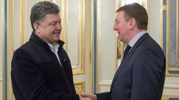 Порошенко натякнув главі МЗС Латвії, що пора запроваджувати безвізовий режим для українців