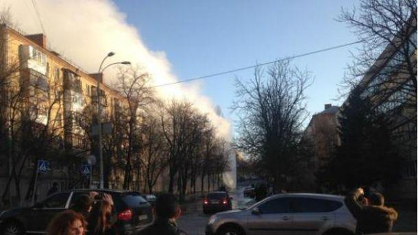 В центре Киева прорвало тепломагистраль