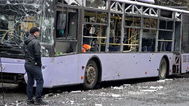 Обстрелянный автобус в Донецке