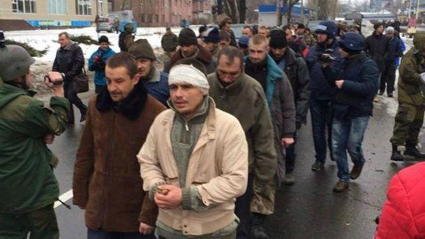 Террористы вели заложников по Донецку