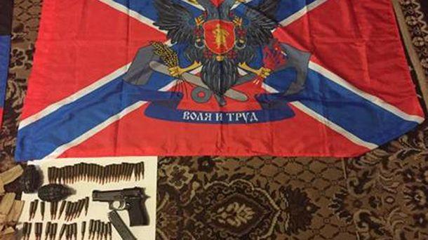 Вилучена зброя і прапор
