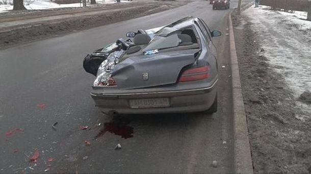 Раздавленный автомобиль