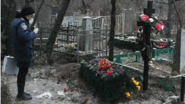 Невідомі осквернили могилу бійця АТО