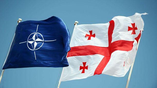 Прапори НАТО і Грузії