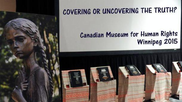 В Канаде показали первую путешествующую выставку о Голодоморе