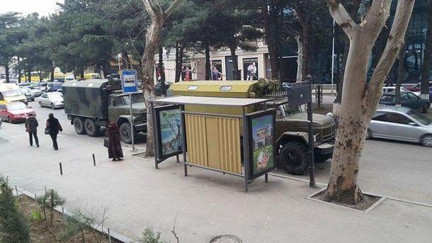 Російські вантажівки у Тбілісі