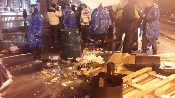 Протестувальники під НБУ