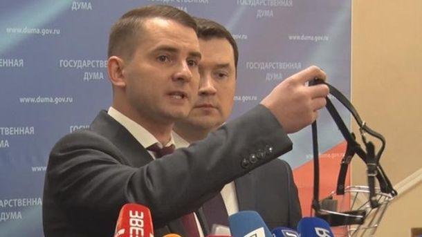Елементи БДСМ у Держдумі: депутат прийшов з намордником