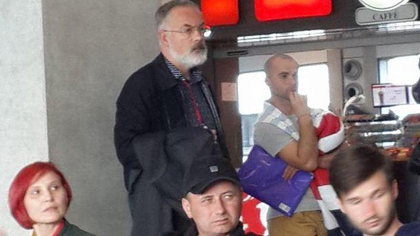 Табачник в аеропорту Тель-Авіва