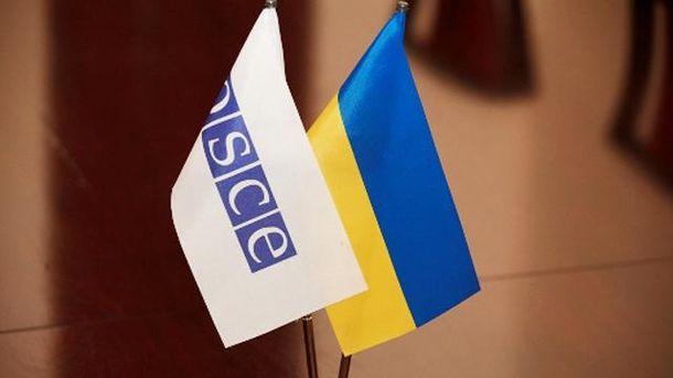 Флажки ОБСЕ и Украины