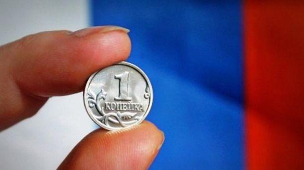 Російська валюта продовжується знецінюватися