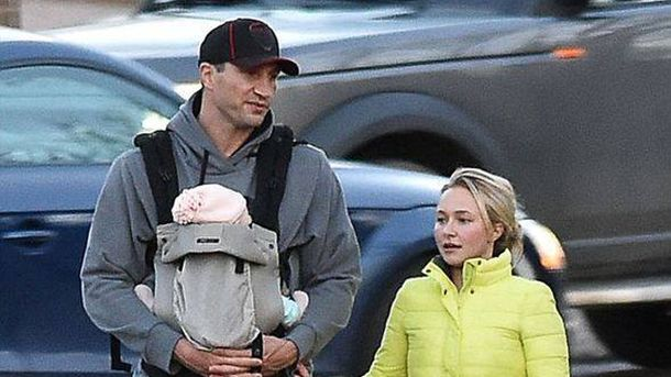Кличко на прогулянці з донькою