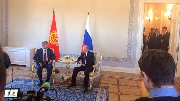 Путін з'явився на публіці (Фото)