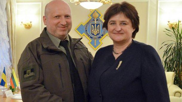 Олександр Турчинов і  Лорета Граужінєнє
