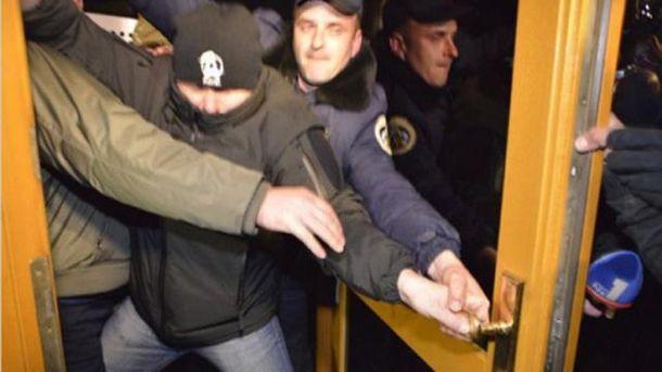 Беспорядки возле Укрнафты
