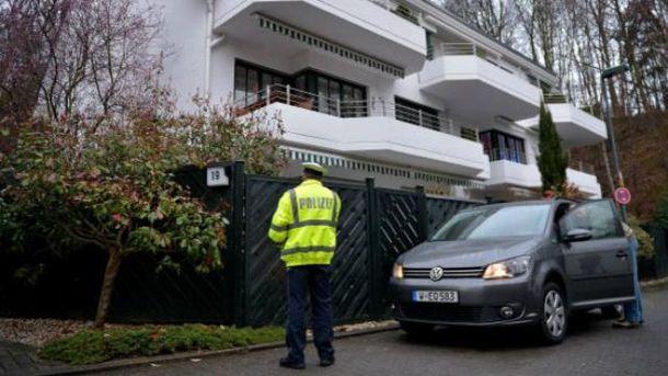 Поліція обшукала будинок  Любіца