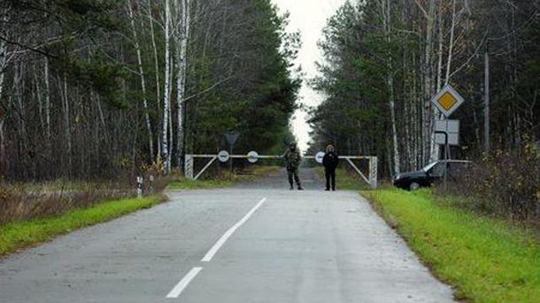 Блокпост на въезде в бывшие охотничьи угодья Януковича