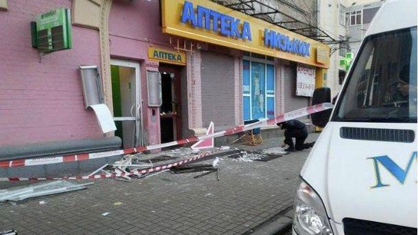 Взрыв возле банка