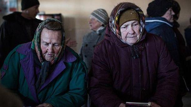 Пенсіонери в окупованому Дебальцевому
