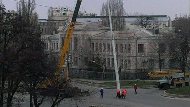У Харкові демонтують стелу
