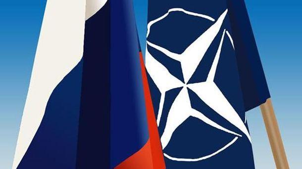 Прапори Росії і НАТО