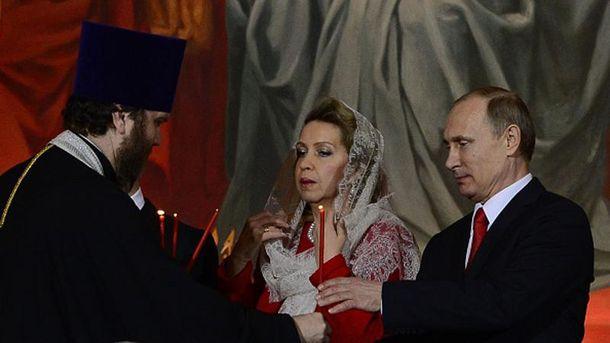 Путин с женой Медведева на Пасхальном богослужении