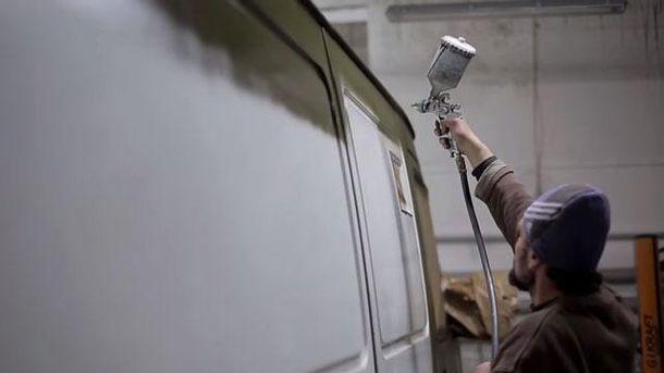 Волонтеры маскируют машину