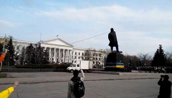 Повал Ленина в Краматорске