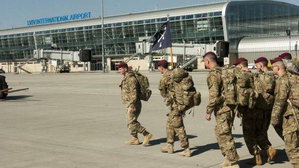 Американські військові у львівському аеропорті