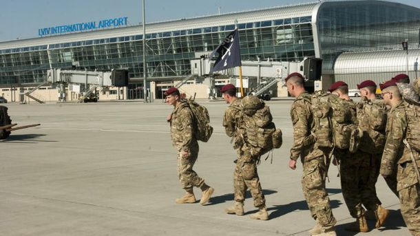 Американские военные в львовском аэропорту