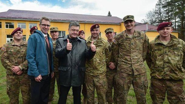 Петр Порошенко и американские военные