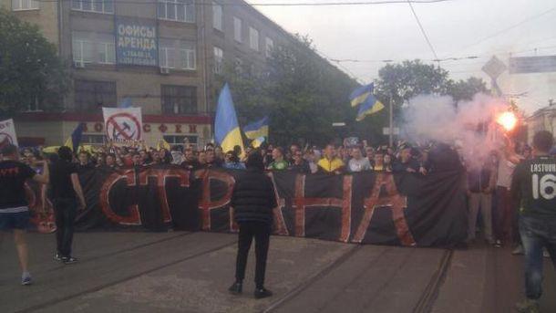 Марш футбольных ультрас в Харькове