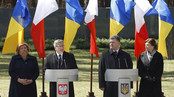 Броніслав Коморовський та Петро Порошенко з дружинами