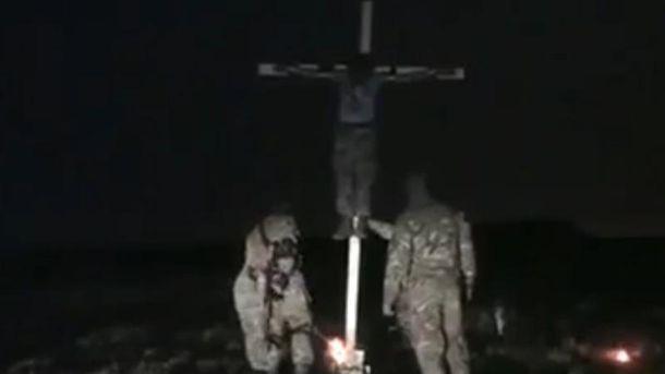 Якобы украинские военные поджигают боевика