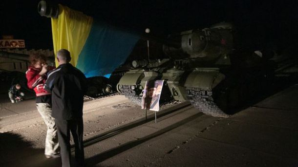 Танк с украинским флагом