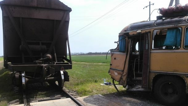 Кровавое ДТП в Херсонской области: маршрутка столкнулась с поездом