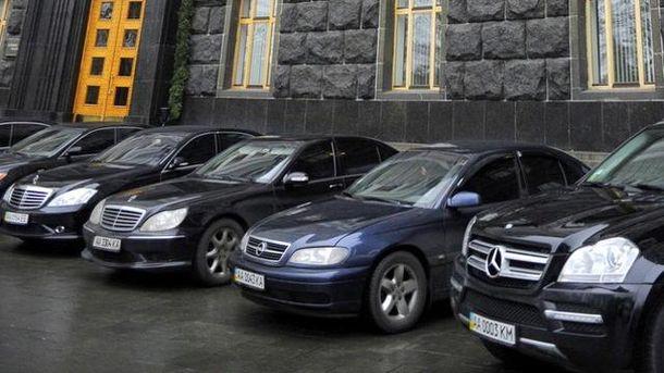 Автомобілі біля Ради