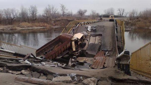 Зруйнований міст біля Трьохізбенки