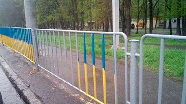 Неизвестные зарисовали ограждение в Днепропетровске